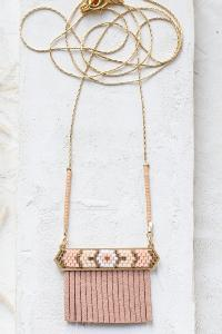 collier Indie rose  long doré de Shlomit Ofir