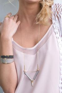 collier Canyon beige doré de Shlomit Ofir